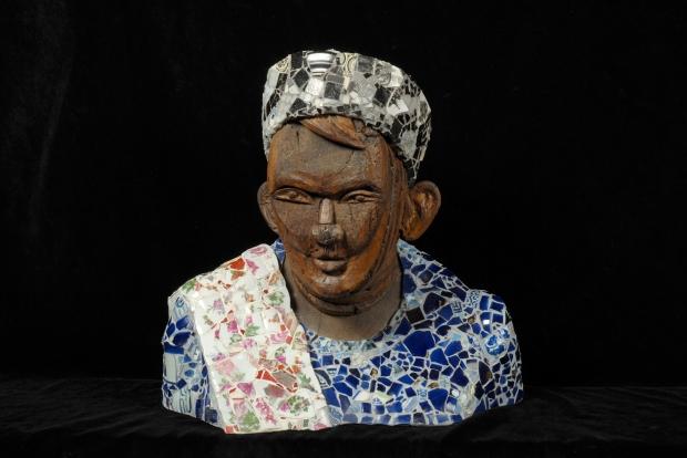 Augusto Giuffredi, Donna Indonesiana, 2000, legno assemblato, materiale ceramico, cm h 47 x 45 x 24, collezione privata, foto Luca Trascinelli