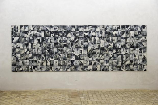 Silvia Celesete Calcagno, Il pasto bianco, 2017, stampa monocromatica su grés, courtesy dell'artista